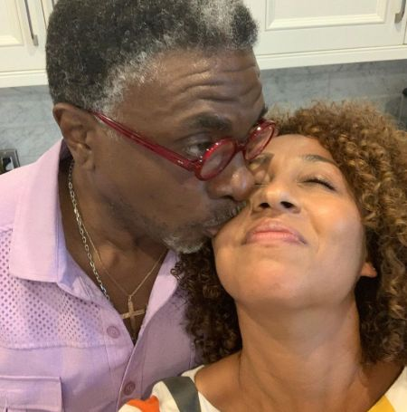 Keith David kissing his wife Dionne Lea Williams on the cheek.